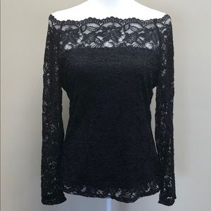 Pretty Off-The-Shoulder Lace Top🥰
